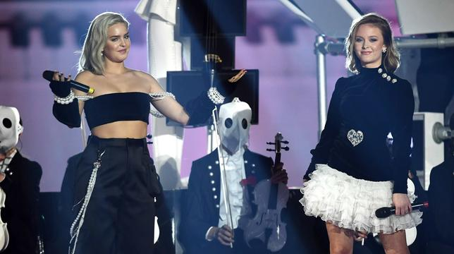 2017 Mtv Ema Clean Bandit Bring The House Down With Sensational Medley Mtv Uk