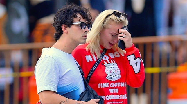 Joe Jonas Comforts Sophie Turner After She Sobs In The Boulevard For THIS Motive thumbnail