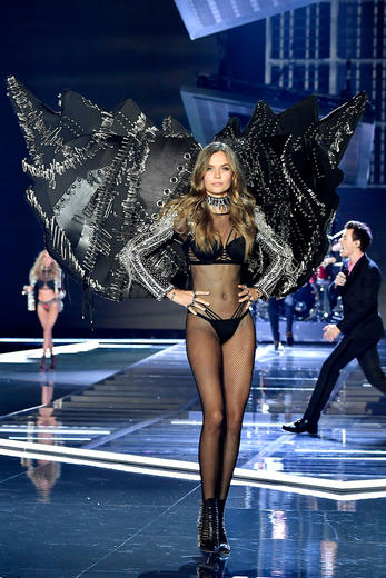 Best looks in pics from the 2017 Victoria's Secret Fashion Show in Shanghai incl. Harry Styles, Lily Aldridge, Karlie Kloss and Bella Hadid