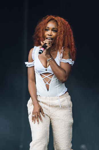 SZA performing at Lovebox 2018.