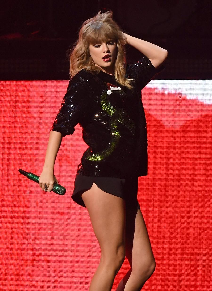 Taylor Swift performs in December 2017