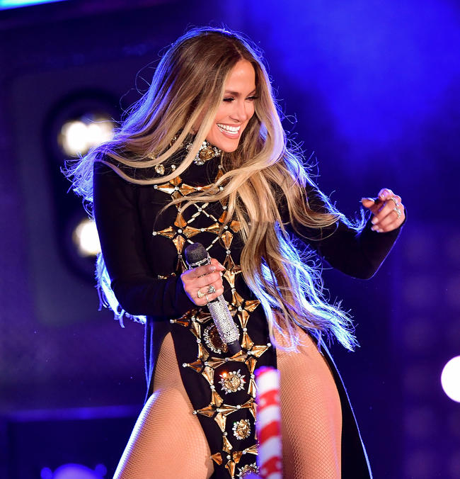 Jennifer Lopez performing in 2017