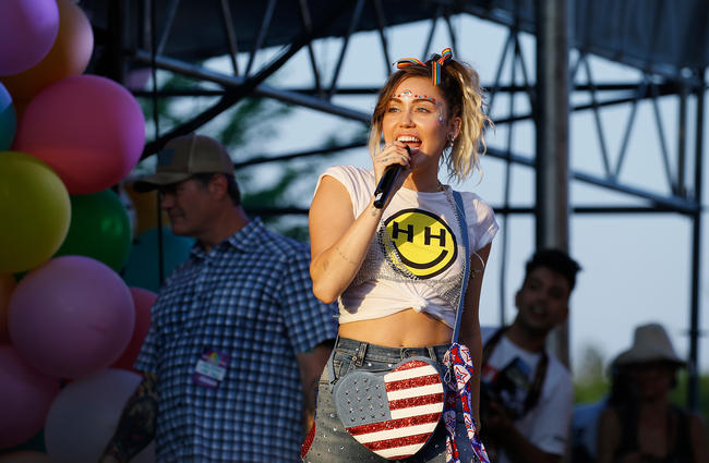 miley-cyrus-tight-ass