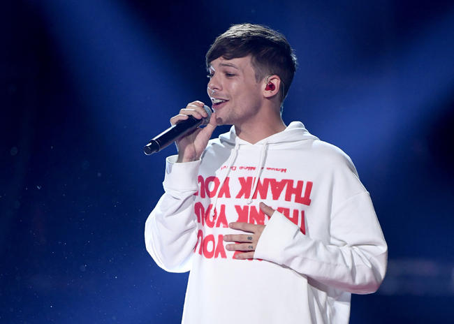 Louis Tomlinson performing in 2017