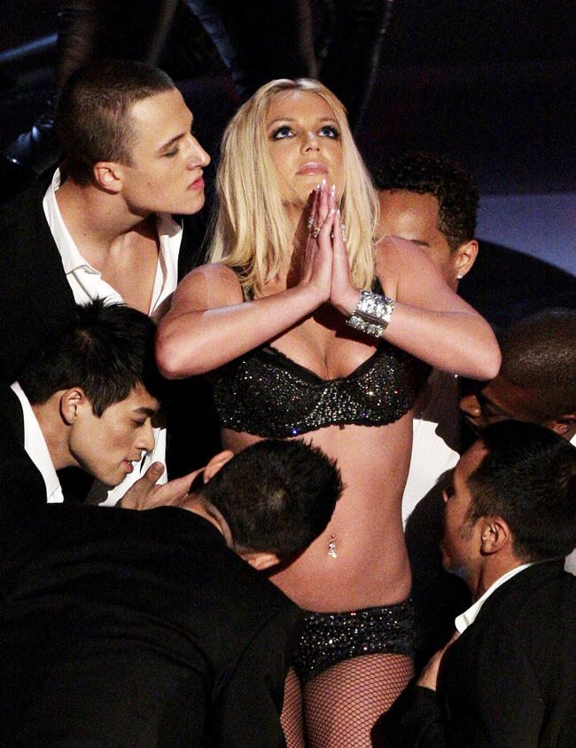 Britney Spears performs at the 2007 MTV VMAs
