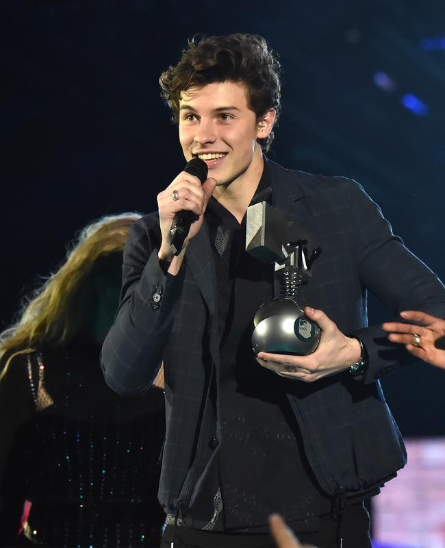 Shawn Mendes shuts down rumours he's dating Hailey Baldwin