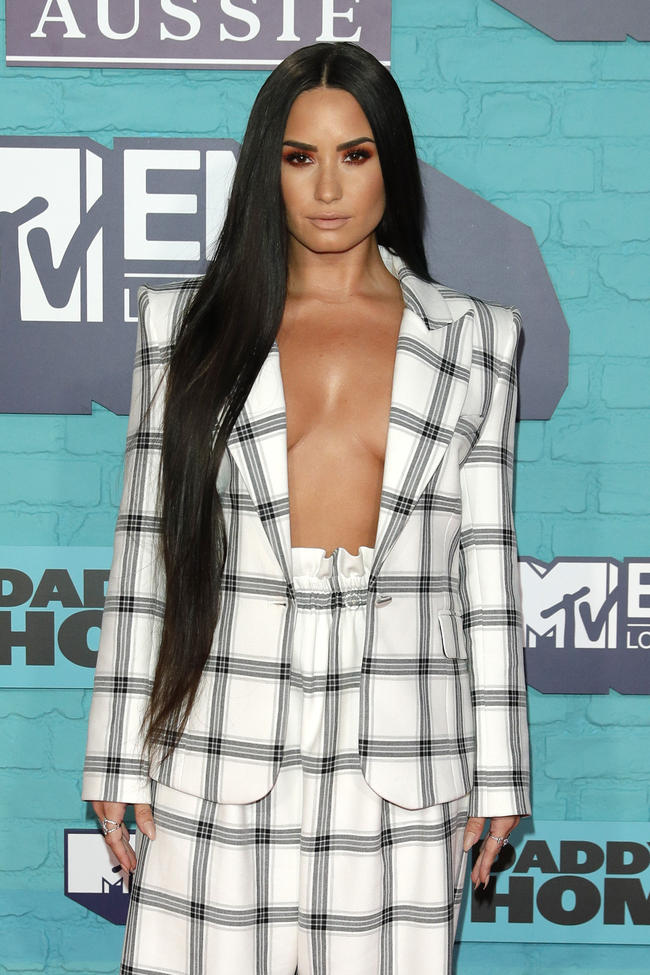 Demi Lovato attends the 2017 MTV Europe Music Awards in London, England on November 12, 2017