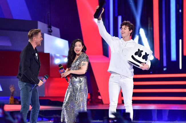Shawn Mendes accepts an award dressed as DJ Marshmello at the 2018 iHeartRadio MMVAs in Toronto on Sunday August 26, 2018