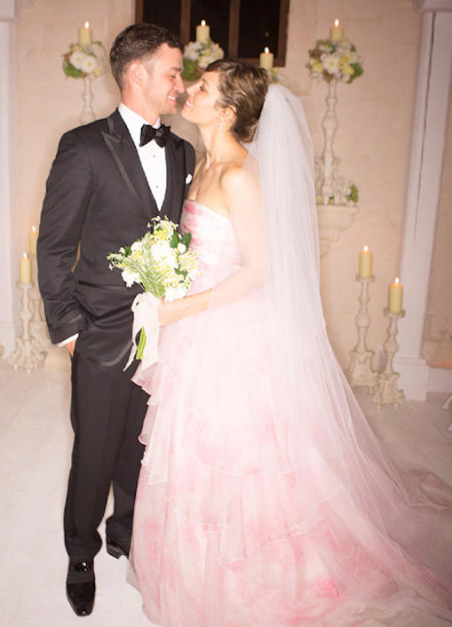 Jessica Biel and Justin Timberlake on their wedding day, in Hello! magazine