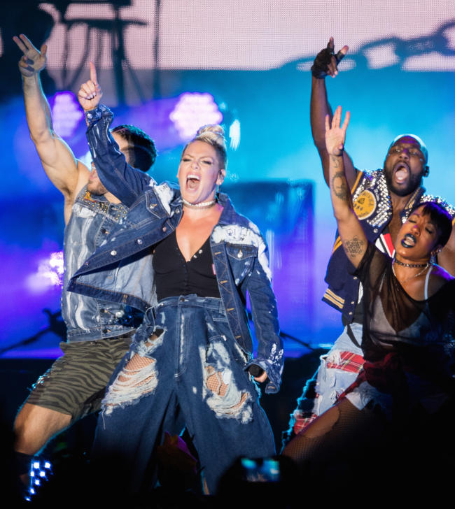 P!nk Performing at the 2017 MTV Video Music Awards