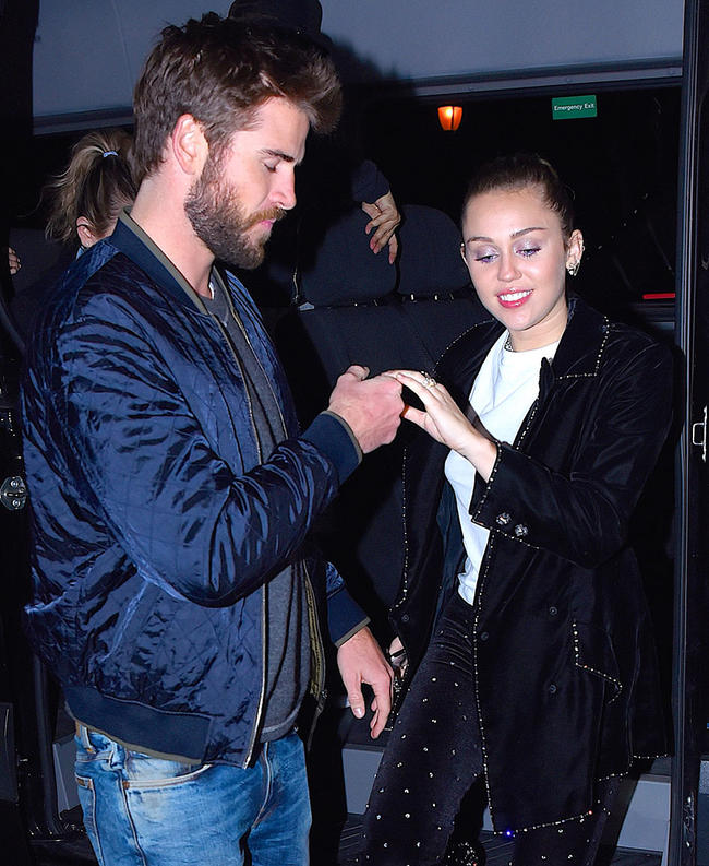 Liam Hemsworth and Miley Cyrus have reportedly called off their wedding