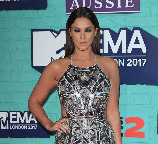 Vicky Pattison posts a selfie of her rock solid abs and fans are impressed