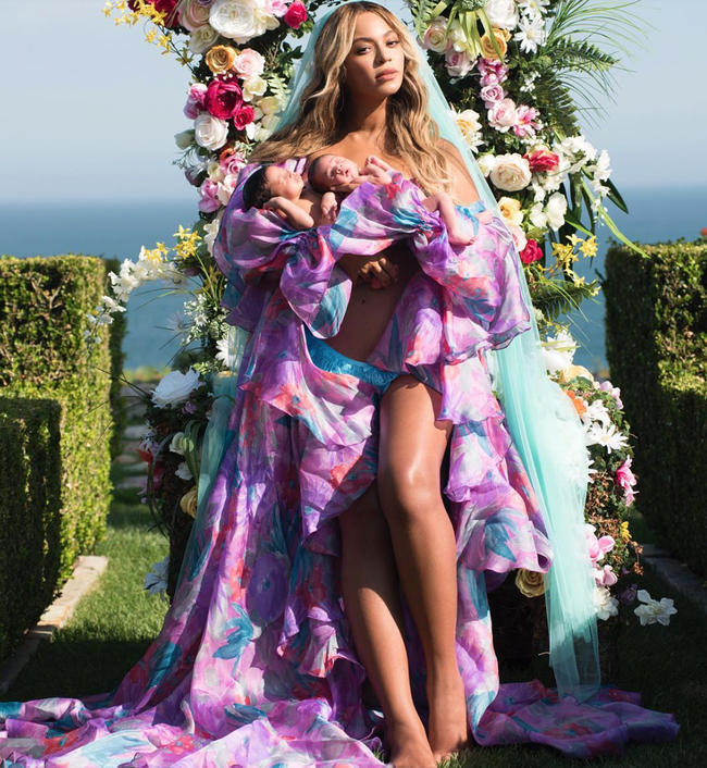 Beyoncé reveals twins Sir and Rumi Carter on Instagram in 2017