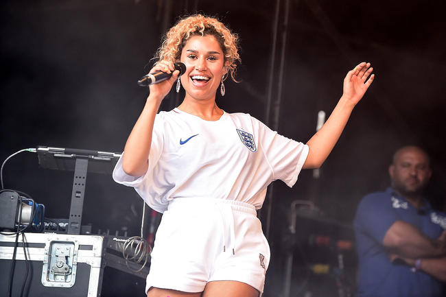 Raye performing at Wireless Festival 2018