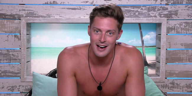 Love Island's Alex is branded Dr Snake after pieing off Alexandra for Laura