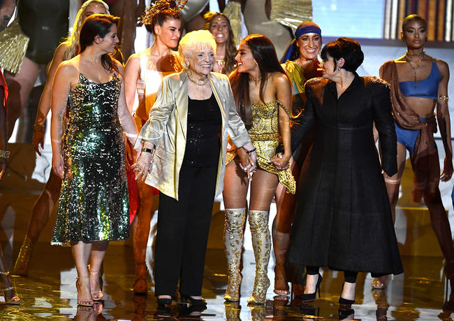 Ariana Grande brought out her mum and Nonna!!!