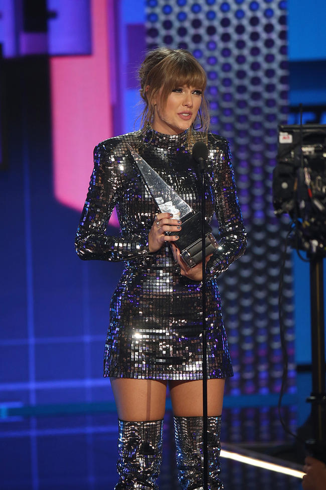 Taylor Swift urges fans to vote in speech at the American Music Awards