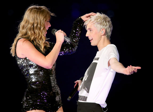Taylor Swift and Troye Sivan dancing while performing in LA on her Reputation tour